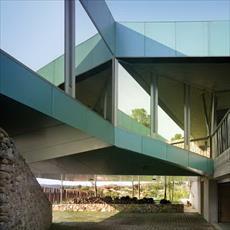 تحقیق انسان و معماری