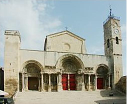 تحقیق آشنائی با معماری جهان، کلیسای Saint-Gilles