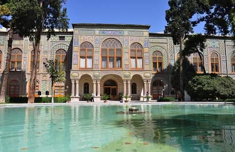 دانلود پاورپوینت بررسی کاخ گلستان نگین کاخ های تهران